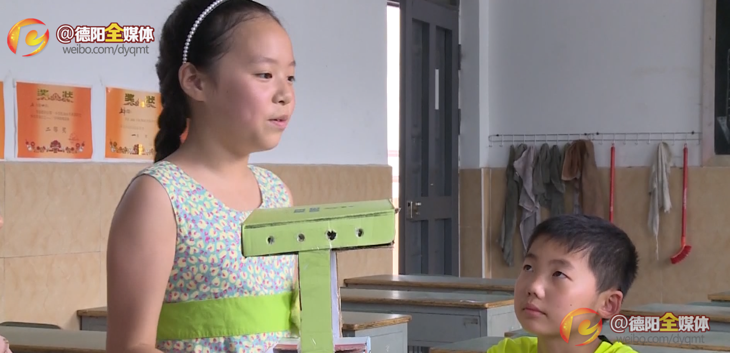 小学生发明智能垃圾桶 为美化家园环境出力图片